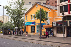 Banco Bolivariano op Amazonas-Weg in Quito, Ecuador Royalty-vrije Stock Afbeeldingen
