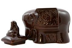 Banco cerâmico para o chá sob a forma de um elefante Fotografia de Stock Royalty Free