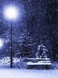 Banco, christmastree y linterna Fotografía de archivo libre de regalías