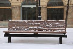 Banco com neve imagens de stock royalty free