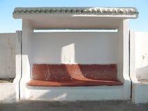 Banco concreto rural de la estación de transporte Imagen de archivo
