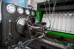 Banco de alta pressão do teste da bomba de combustível diesel do close-up imagem de stock
