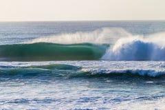 Banco de arena que causa un crash de la onda   Imagen de archivo libre de regalías