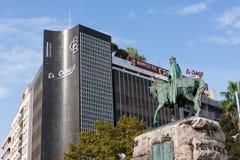 Banco de Credito Balear και James Ι του αγάλματος της Αραγονίας Plaza de Espana σε Palma, Majorca Στοκ Εικόνα