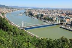 Banco de Elisabeth Bridge, de Danube River e de praga, Budapest, Hungria, Europa fotos de stock