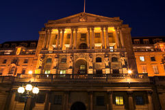 Banco de Inglaterra en la noche Imagen de archivo libre de regalías