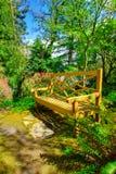Banco de madeira, ajardinar do jardim Fotos de Stock Royalty Free
