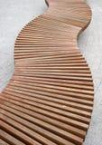 Banco de madeira curvado Fotografia de Stock Royalty Free