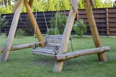Banco de madeira do balanço Fotos de Stock Royalty Free