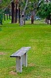 Banco de madeira em um parque Foto de Stock