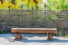 Banco de madeira feito dos logs Fotografia de Stock