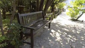 Banco de madeira no parque pelo mar filme