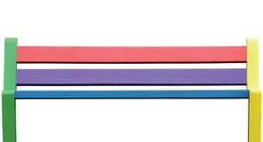 Banco de madera colorido, primer aislado detallado grande del asiento, textura pintada en rosado, verde, rojo, amarillo, azul, vi Fotos de archivo libres de regalías