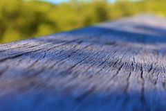 Banco de madera en parque imagen de archivo libre de regalías