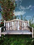 Banco de madera en un jardín Imagen de archivo