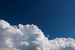 Banco de nuvem branco com céu azul Fotografia de Stock Royalty Free