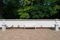 Banco de parque branco Imagem de Stock Royalty Free