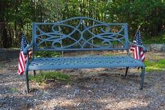Banco de parque com bandeiras americanas Imagem de Stock