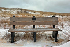 Banco de parque en el invierno Foto de archivo libre de regalías