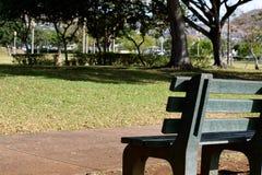 Banco de parque verde Foto de Stock