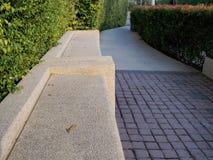 Banco de pedra em um jardim Fotografia de Stock