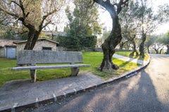 Banco de pedra em um parque Foto de Stock Royalty Free