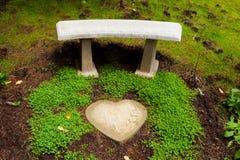 Banco de piedra del corazón Foto de archivo libre de regalías