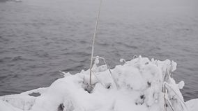 Banco de rio no inverno video estoque