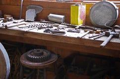 Banco de trabajo viejo Imagenes de archivo
