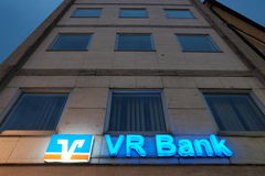 Banco de VR en la noche Fotografía de archivo libre de regalías