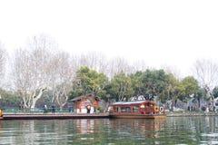 Banco del invierno del lago del oeste en Hangzhou, China Imagenes de archivo