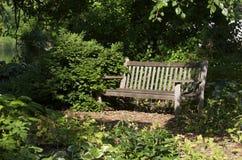 Banco del jardín Imágenes de archivo libres de regalías