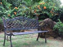 Banco del jardín imagen de archivo