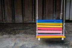 Banco del oscilación colorido en el hotel Foto de archivo