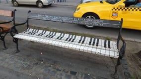 Banco del piano en Praga Imagen de archivo libre de regalías