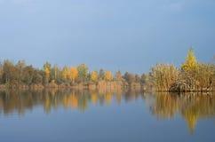 Banco del río Fotos de archivo
