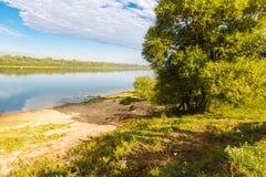 Banco del río, verano Imagen de archivo libre de regalías