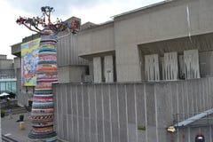 Banco del sur Londres de la escultura del árbol del baobab Fotos de archivo