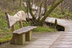 Banco di legno e sentiero costiero Fotografie Stock