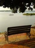 Banco do jardim na costa rural do lago Imagem de Stock Royalty Free