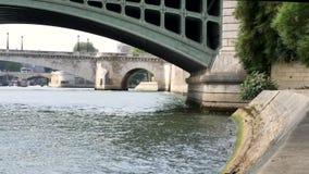 Banco do rio de Seine Paris em Paris, França video estoque