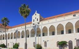 Banco e chiesa cristiani di Salesian a Nazaret, Israele Immagine Stock Libera da Diritti