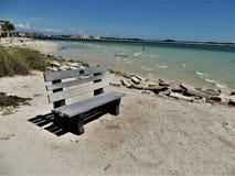 Banco en la playa de la Florida foto de archivo libre de regalías