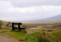 Banco en las montañas escocesas Imágenes de archivo libres de regalías