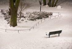 Banco en nieve Foto de archivo
