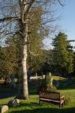 Banco en un cementerio Imágenes de archivo libres de regalías