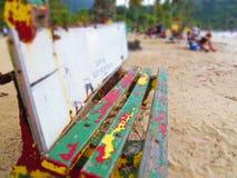 Banco feliz en la playa Imágenes de archivo libres de regalías