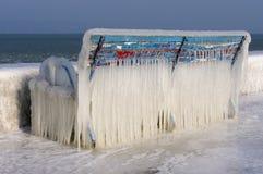Banco helado en la playa. imágenes de archivo libres de regalías