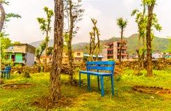 Banco idílico da aldeia da montanha e paisagem, kathmandu nepal imagens de stock