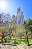 Banco na cidade Hall Park no Lower Manhattan Foto de Stock Royalty Free